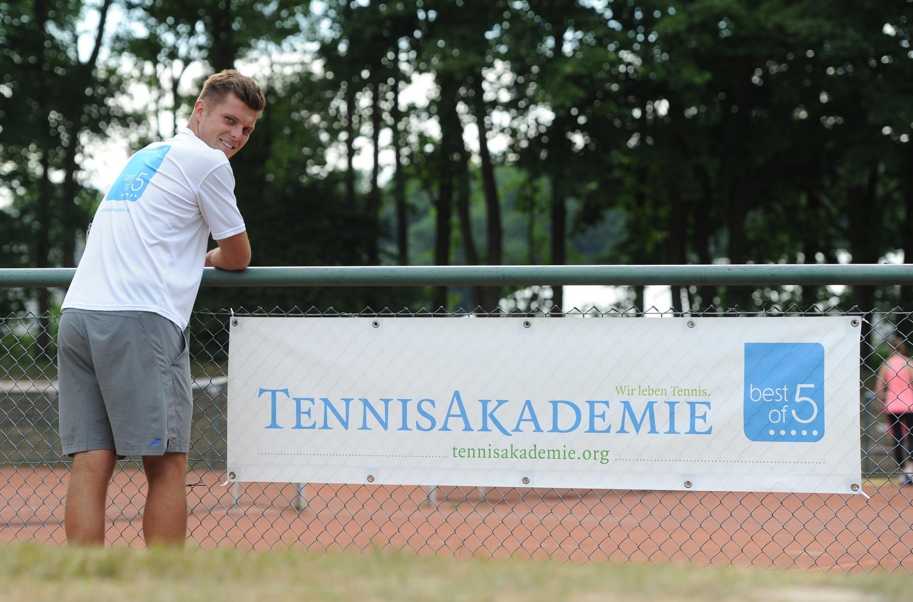 Die Tennisakademie arbeitet mit tollen Trainern zusammen