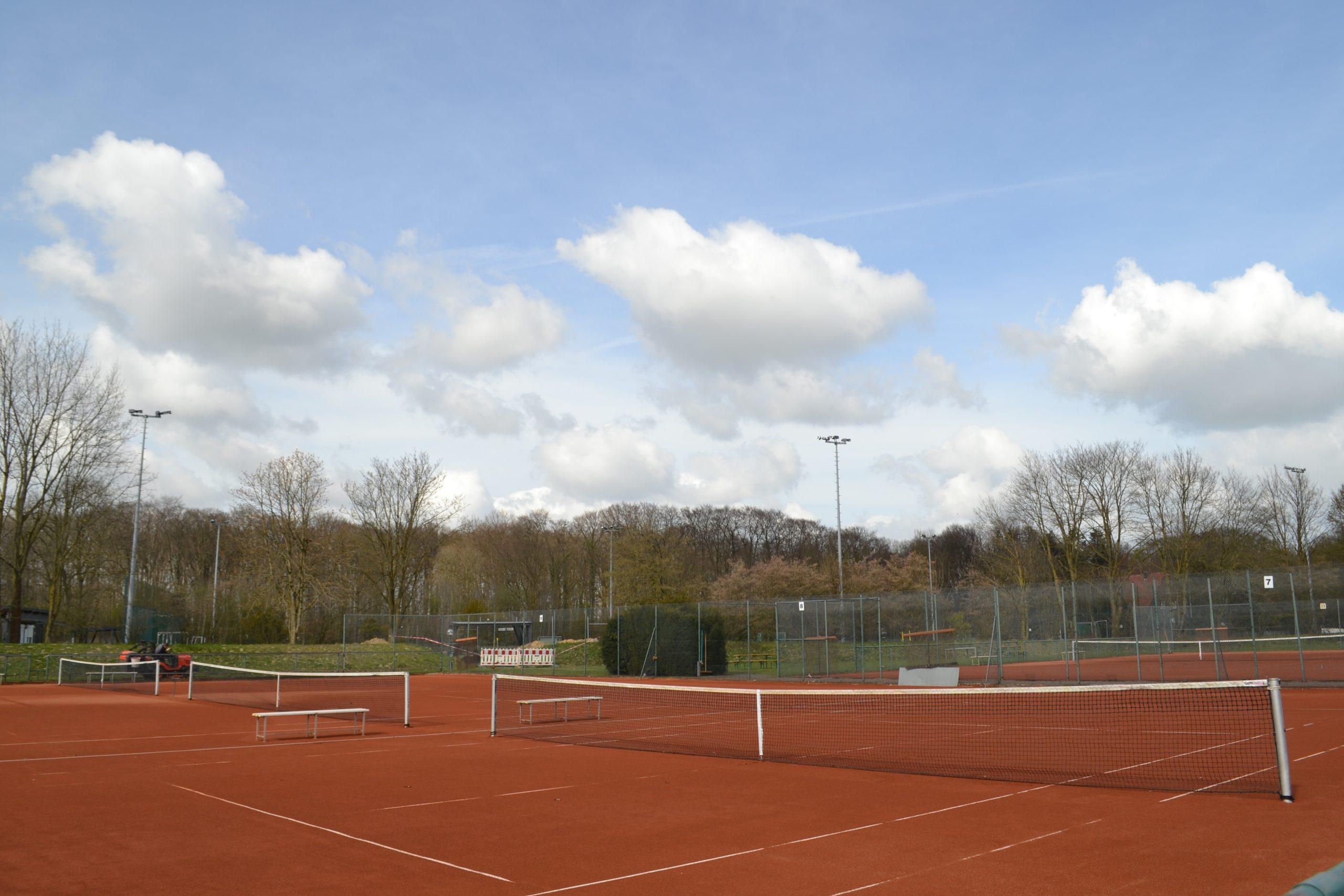 Schrittweise Öffnung der Tennisaussenplätze
